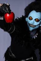 Ryuk and apple by casalcosplay