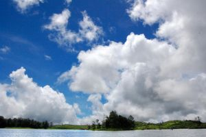 cloudy lake by noelseven