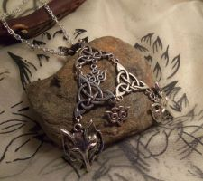 Hlidskialf-Odin's throne-Necklace by Destinyfall