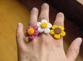 Flower rings worn, fimo by merylu
