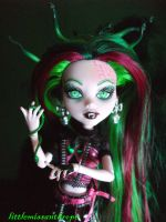 Hissthena Gorgon by littlemissanthrope