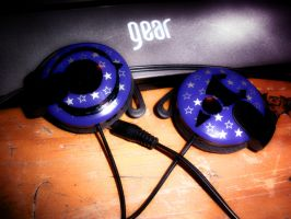 My IZ headphones xD by sango-zaoldyeck