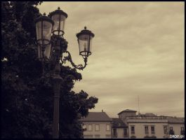 Street Lamp by DropOfTime
