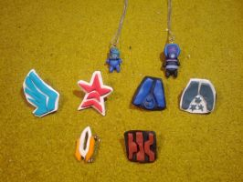Mass Effect brooches and necklace by MoritzNina