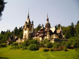 Peles Castle by honeysunshinetw