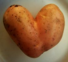Heart-shaped potato by Maleiva