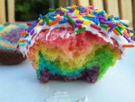 Rainbow Cupcake C: by Near-X-Rukia