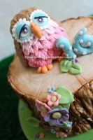 Fondant feathered owl by zoesfancycakes