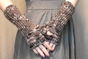 Spiral Staircase Mitts by emiko42