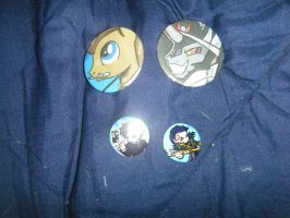 Chicago ComicCon Loot - Draga's Buttons by InsaneSpyro