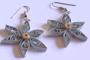 Quilled earrings by Craftcove