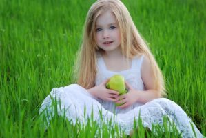 Green apple by Zebzs
