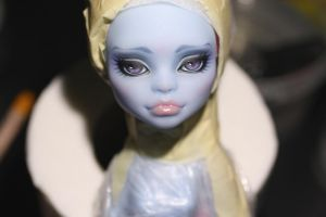 Abbey Bominable repaint by Amber-Honey