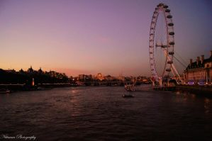 London sunset by Nittaaaa