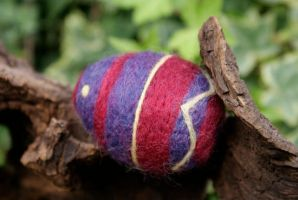 Traditional felted easter egg by Susiewan