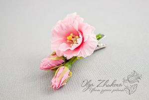 hair clip with pink Eustoma by polyflowers