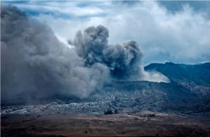 Mount Bromo's Eruption by allanddharmawan