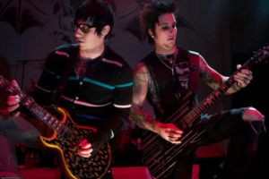 Zacky looks so dorky. ='D by ZackyFoREVerSynyster