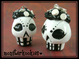 Black and White Cupcake Skulls by monsterkookies