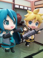 Miku and Len singing by elenawing