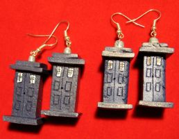 New TARDIS earrings by StregattaPuponzi