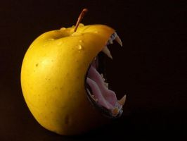 apple with mouth by PyNGy