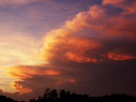 Fiery clouds on sunset by NataelinEldormiel