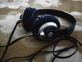 headphones by lonardi