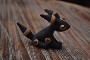 Umbreon by GoldenDaffadowndilly