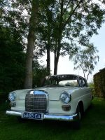 Mercedes 200 by babynuke