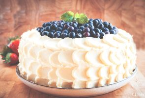 Blueberry and whitechocolat cake by CJacobssonFoto