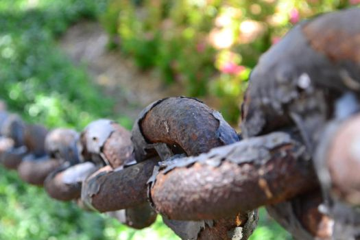 rusty chain by lost-to-adorn-you