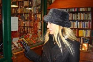chelsea-in the bookshop by sumood