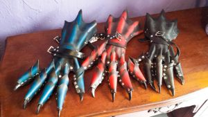 Clawed Gauntlets by phx647