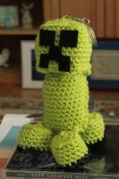 Minecraft Creeper Keychain Commission by theyarnbunny