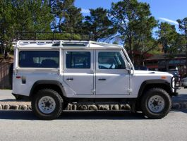 2007 Land Rover Defender 110 by Partywave