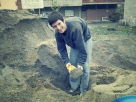 I'm digging sand for the train :) by SottoPK