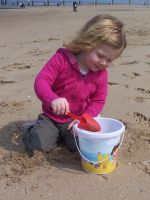 Playing with sand by Calime83