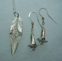pendant and earrings by artefaccio