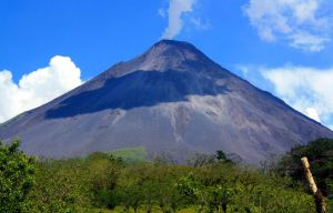 Volcan Arenal by dgcdvaras