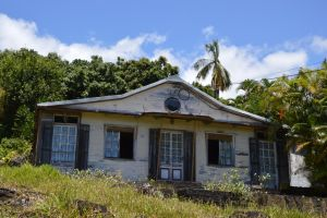 Typical old wooden creole case to Reunion Island by A1Z2E3R