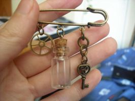 Steampunk brooch TheFirstGear by Rouages-et-Creations