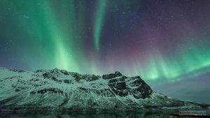 Northern lights above the mountains by MineFotografier