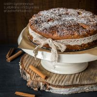 cinnamon cake with apples and raisins by Pokakulka