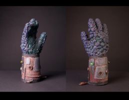 Alien Hand Glove by DelectablyDeviant