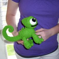Giant Crochet Pascal Chameleon Plush by happysquidmuffin
