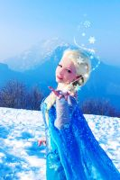 Snow magic - Elsa Frozen by FrancescaMisa