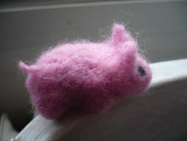 felted piggy by Kayanya