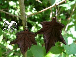 Leaves earrings by Noir-Azur