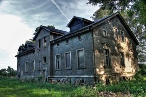 lonely mansion 2 by Skanatiker